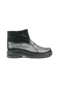 Warm black boots with zip