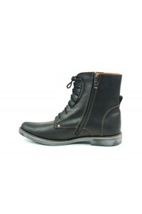 Black boots with higher uppers