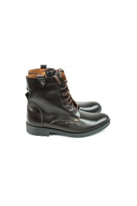 Black hiking boots for winter